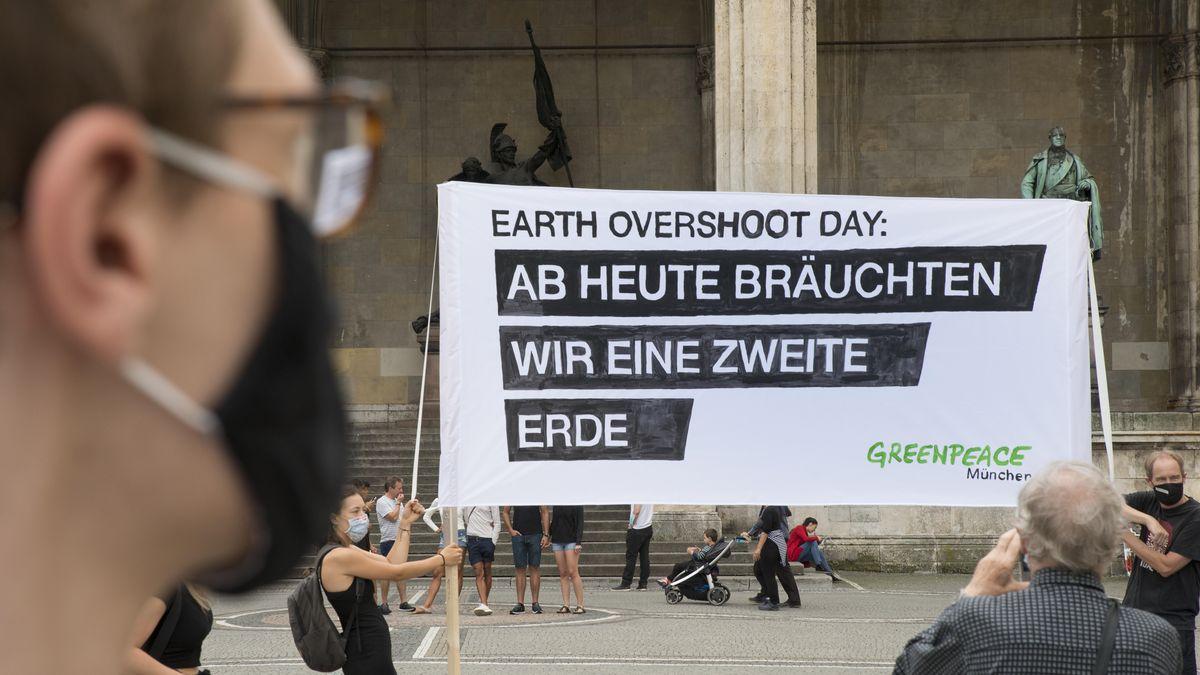 Greenpeace-Plakat zum Earth-Overshoot Day