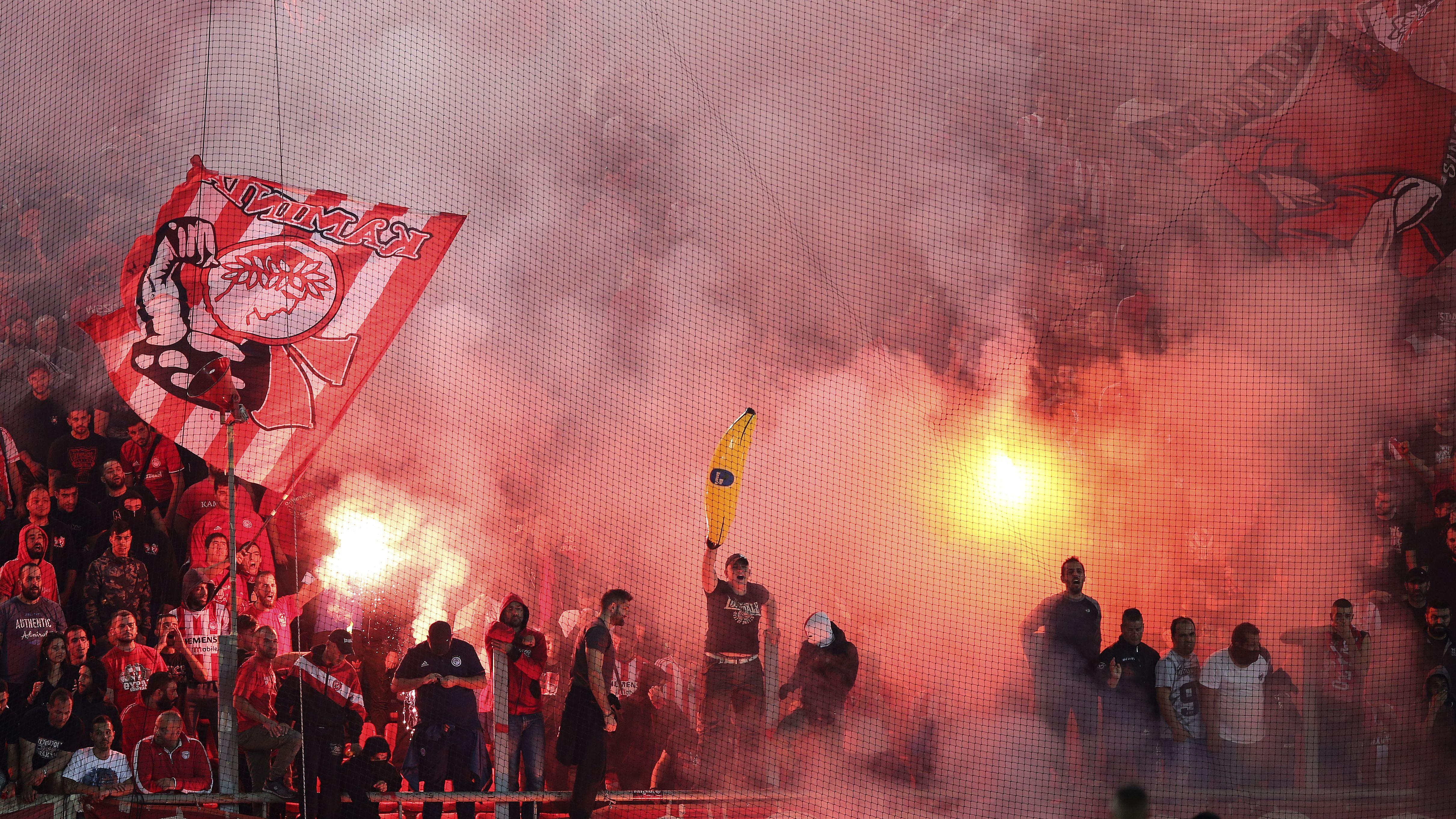 Bei Spielen von Olympiakos Piräus ist es in der Vergangenheit immer wieder zu Fan-Ausschreitungen gekommen (Symbolbild).