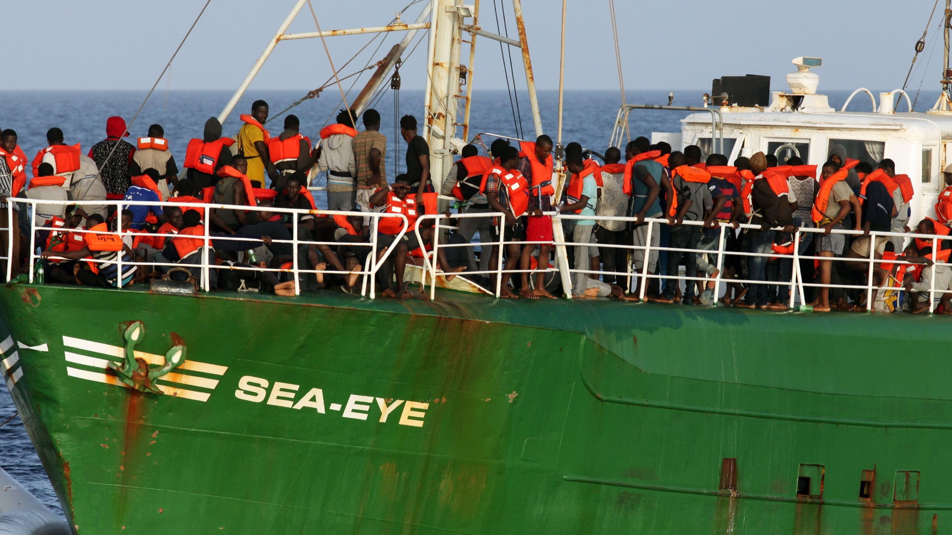 Sea-Eye-Boot mit Geflüchteten