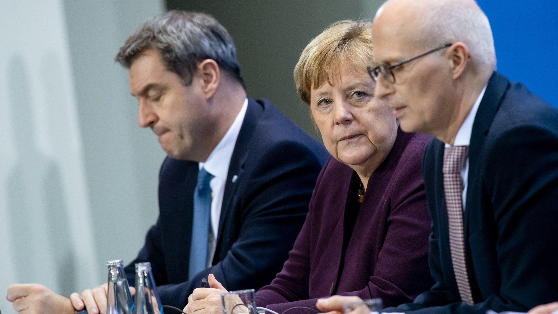 Ministerpräsident Söder, Kanzlerin Merkel und Hamburgs Erster Bürgermeister Peter Tschentscher