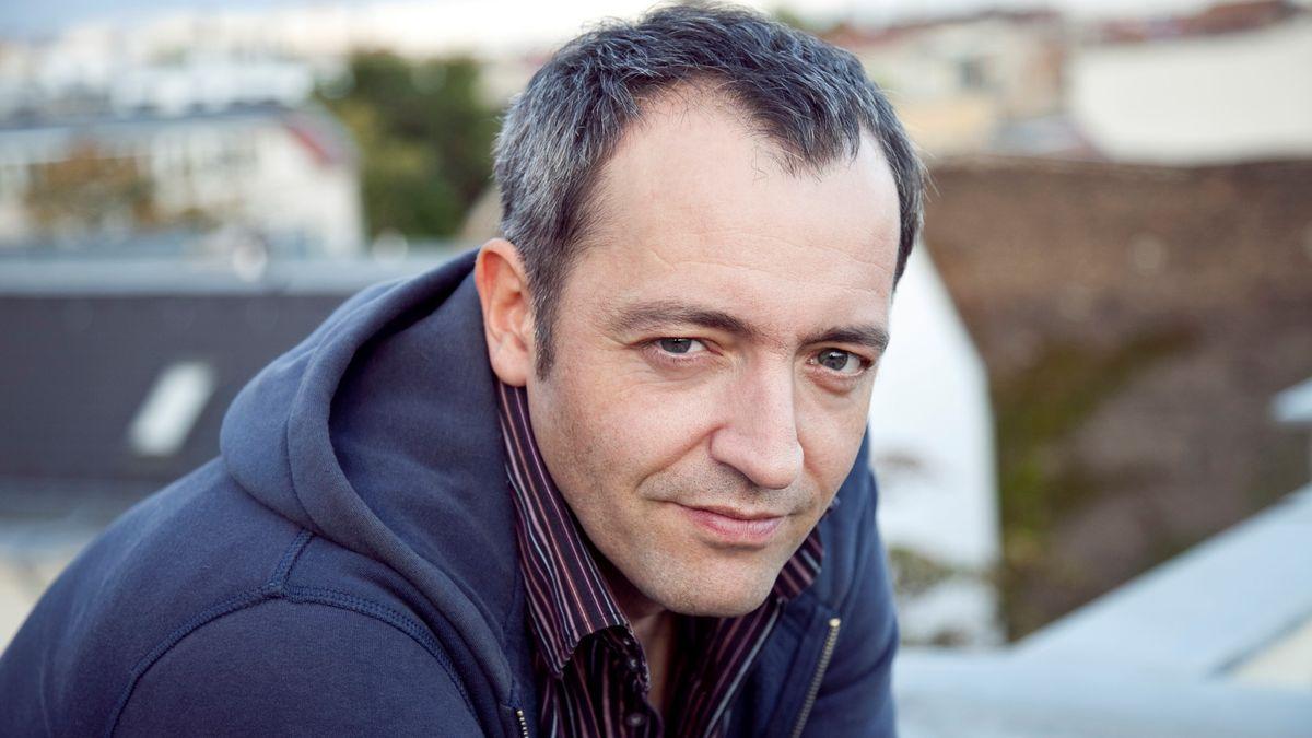 Der Musikkabarettist Rainald Grebe.