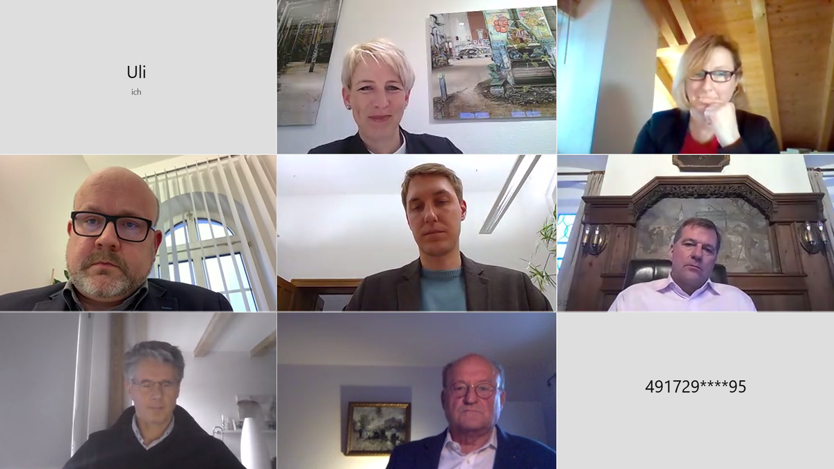Der Screenshot zeigt die Gesichter der teilnehmenden Bürgermeister, die in eine Webcam blicken.
