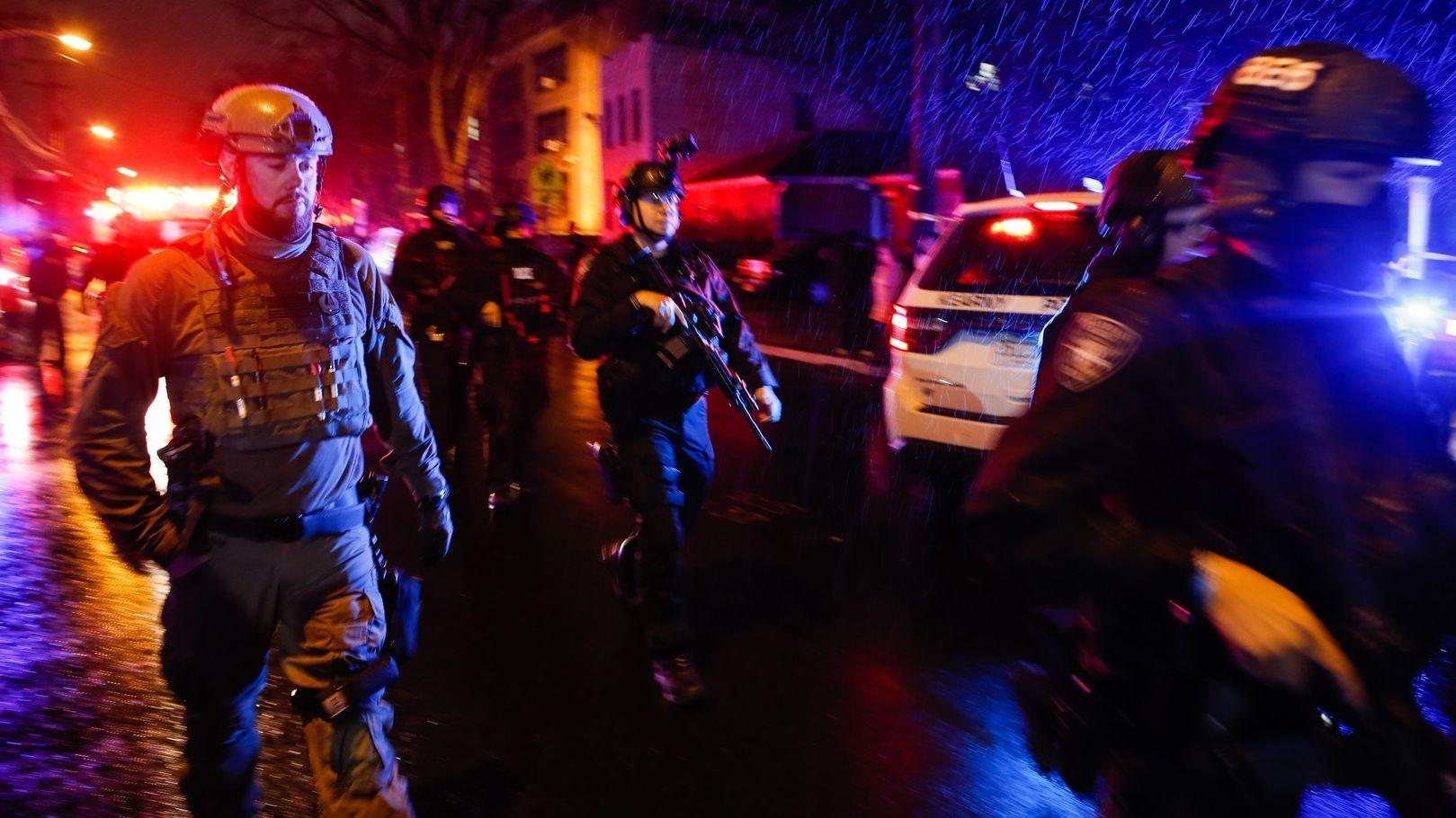 Jersey City: Polizisten sind in der Nähe des Tatorts im Einsatz.