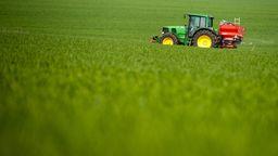 Landwirtschaft und Klimaschutz: Wie Landwirte CO2 sparen können   Bild:dpa-Bildfunk/Philipp Schulze