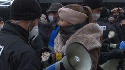 Polizei löst Demo von Corona-Gegnern auf | Bild:BR