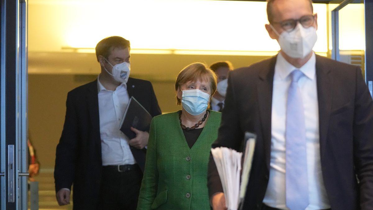Kanzlerin Merkel mit Söder und Müller