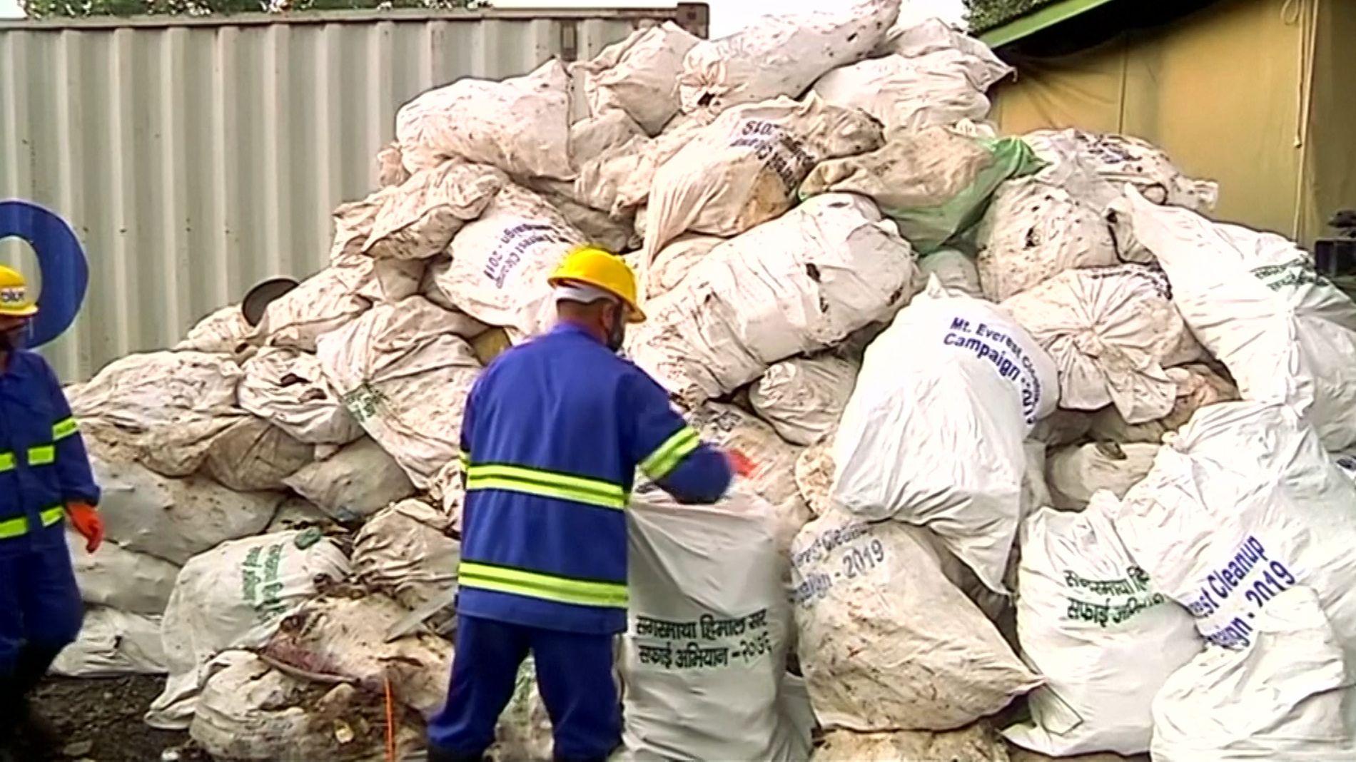 Müllaktion auf Mount Everest: 11 Tonnen Abfall und vier Leichen