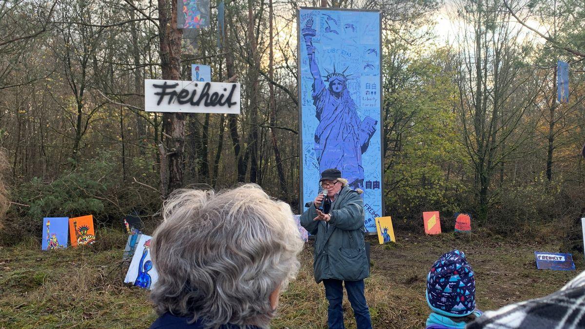 Schüler erweitern Skulpturenpark zum Mauerfall