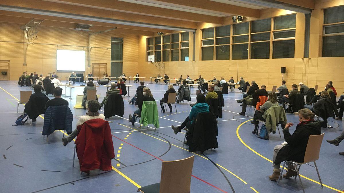 Stadtratssitzung in der Turnhalle in Teublitz