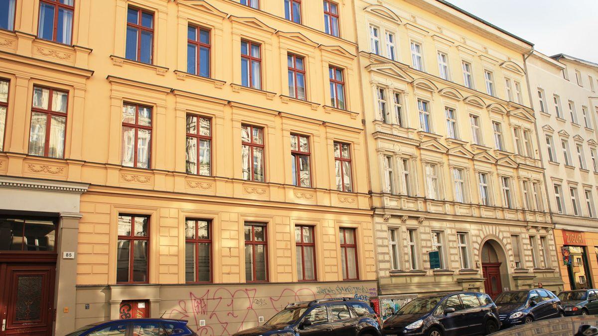 Eine Häuserfassade in Berlin-Schöneberg.