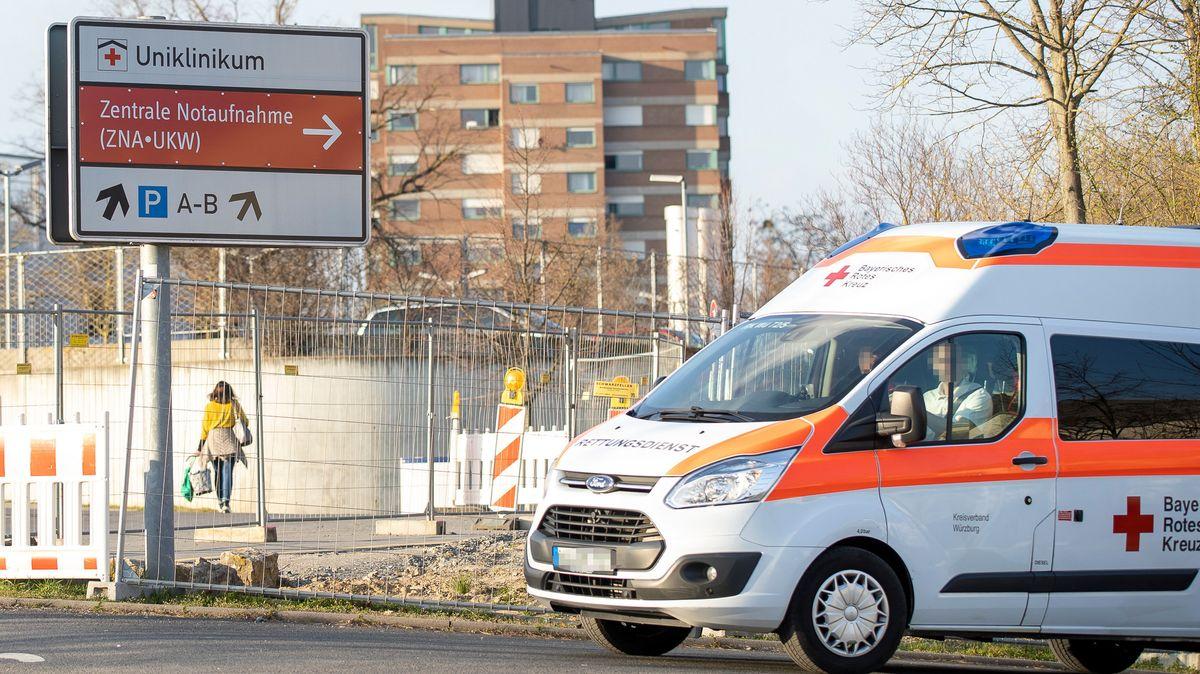 Rettungsfahrzeug an der Würzburger Uniklinik