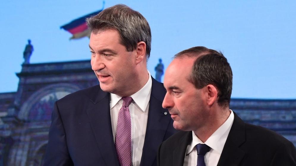 Markus Söder (CSU) und Hubert Aiwanger (FW) während einer Fernsehsendung zur Landtagswahl | Bild:Picture Alliance/Peter Kneffel