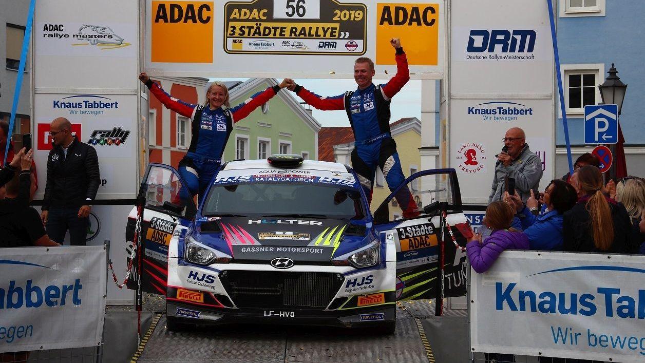 Hermann Gassner jr. und Ursula Mayrhofer, die Sieger der Drei-Städte-Rallye 2019