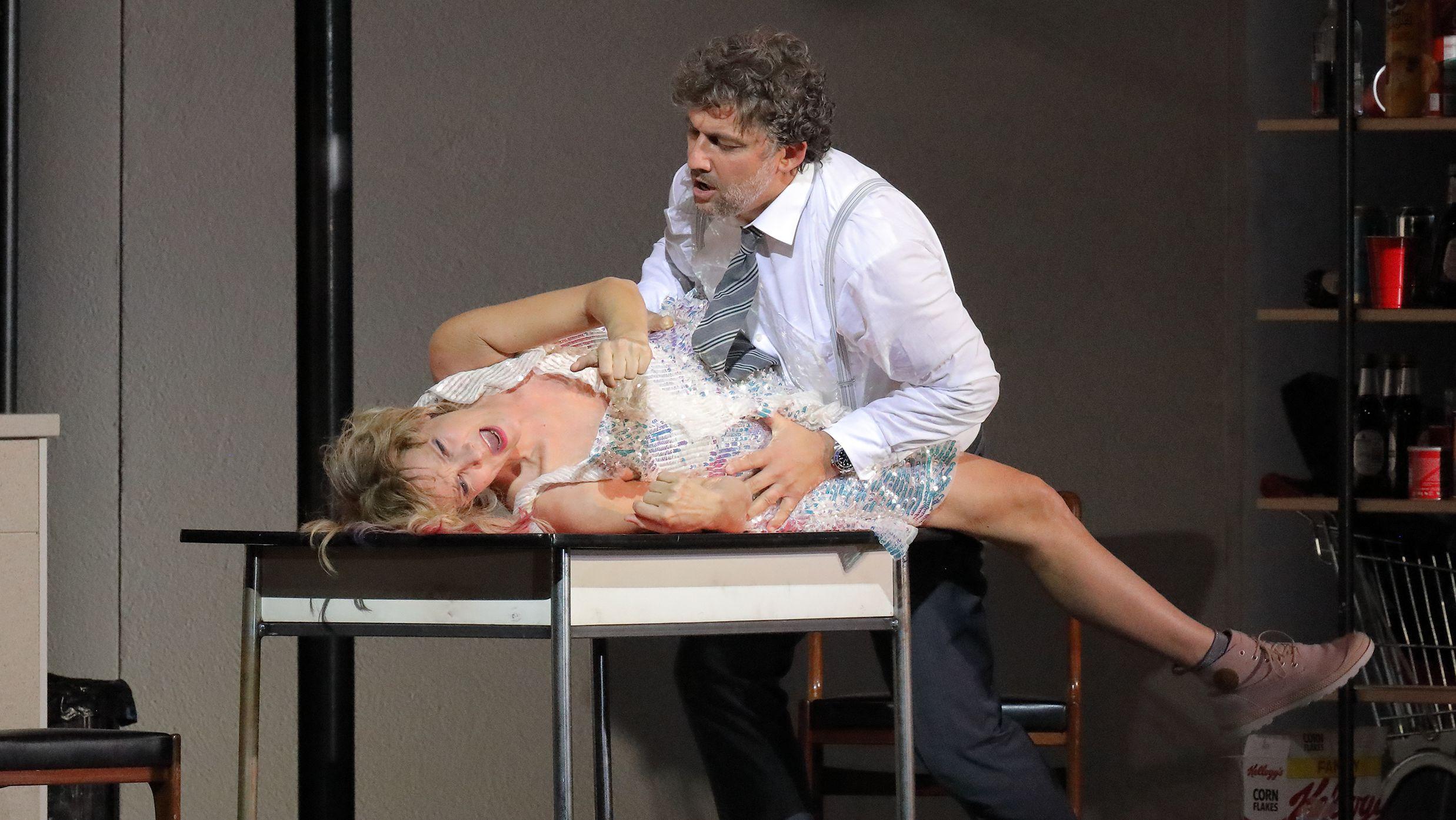 Paul kommt Marietta näher - oder ist es nur Fantasie?