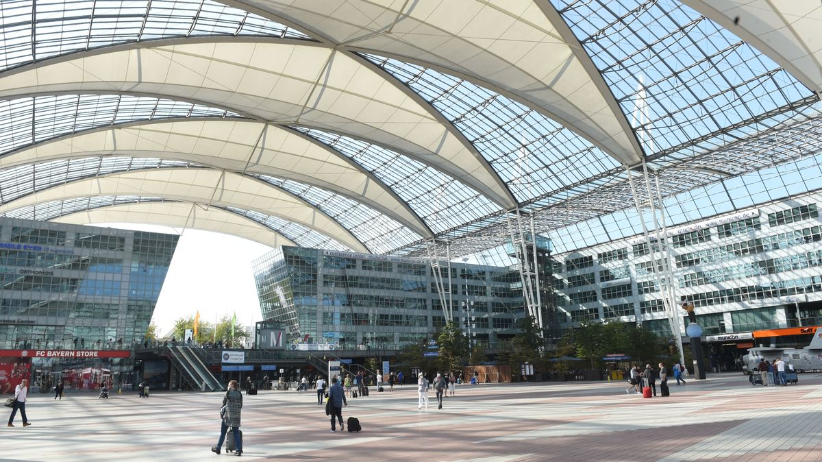 Flughafen München: Eingangshalle für Passagiere.