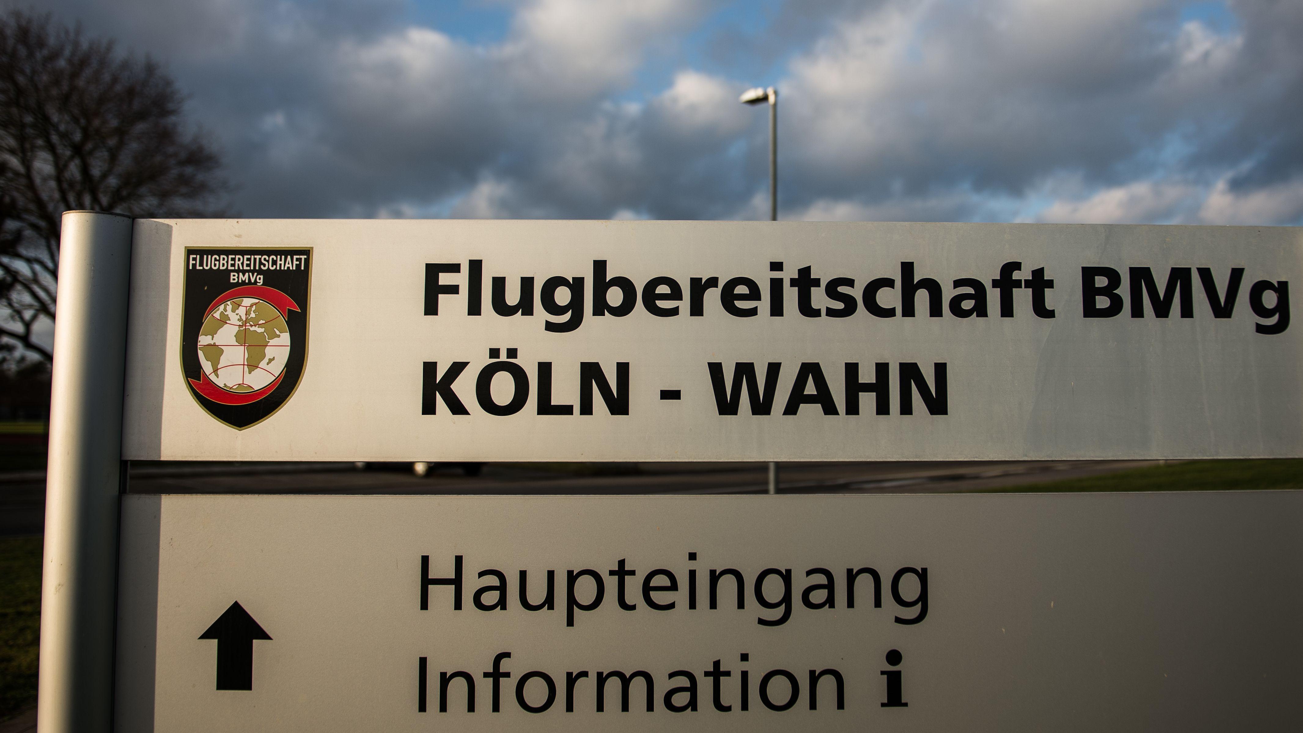 Schild der Flugbereitschaft in Köln-Wahn