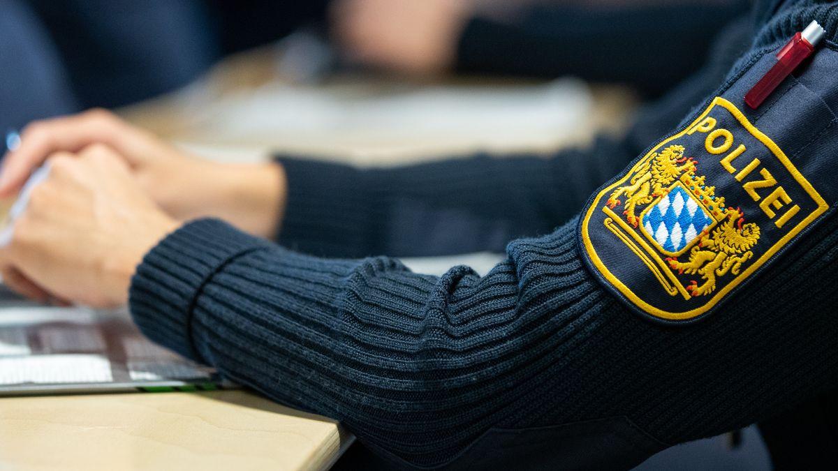 Ein Wappen der Bayerischen Polizei