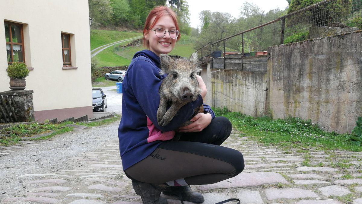 Emma Thauer und Wildschwein Sissy