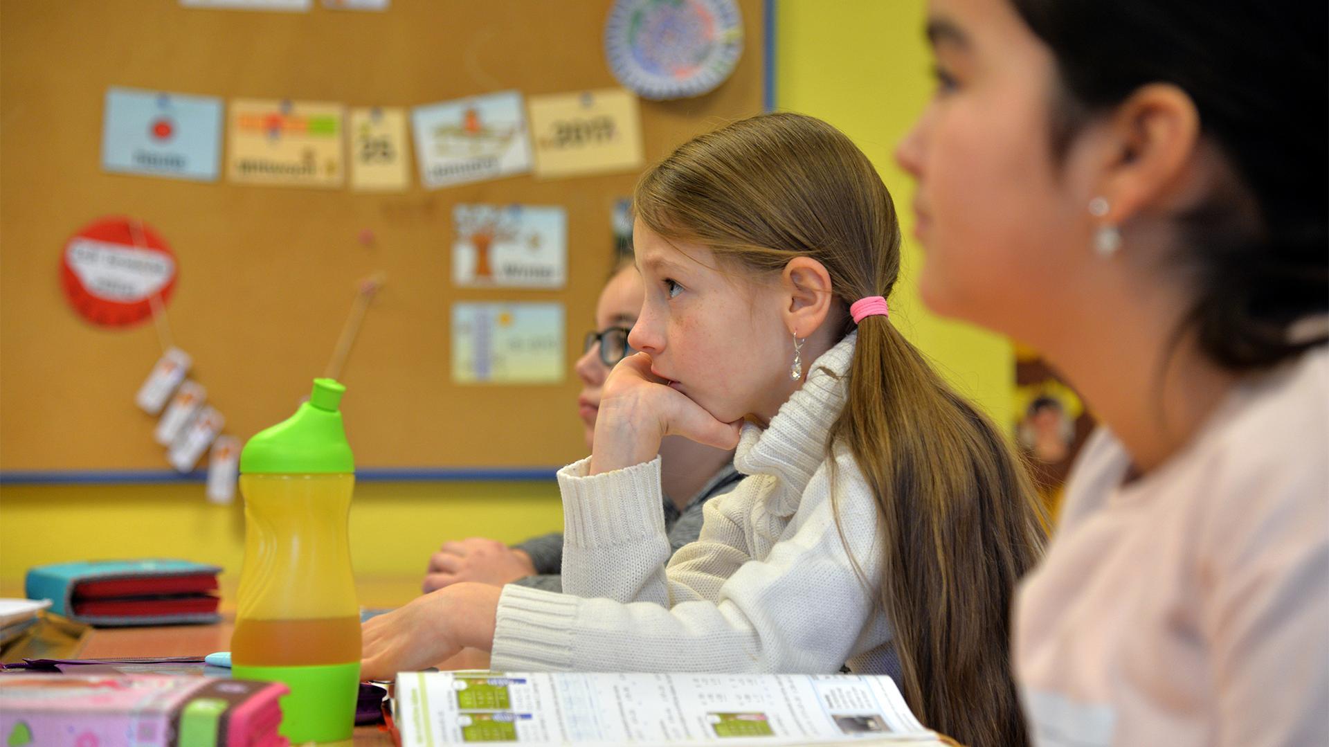 Mädchen in einer Schulklasse