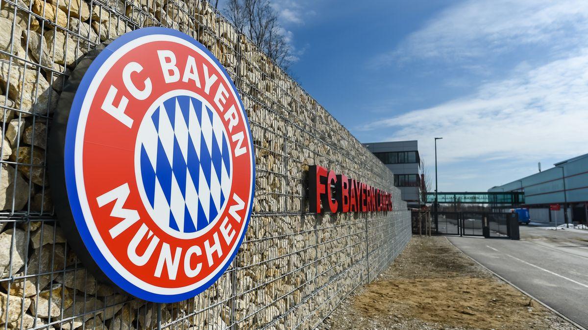 """Eingang zum """"FC Bayern Campus""""; dem Nachwuchsleistungszentrum des FC Bayern"""