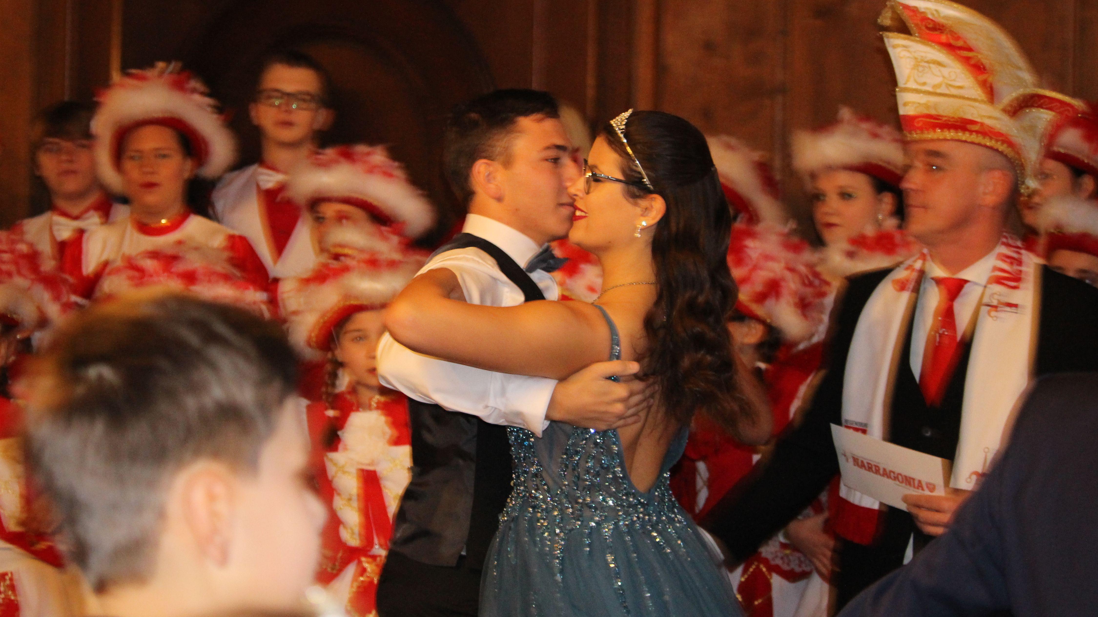 Das Prinzenpaar der Lusticania beim Walzer - Inthronisiert werden die beiden erst beim Ball am Samstag
