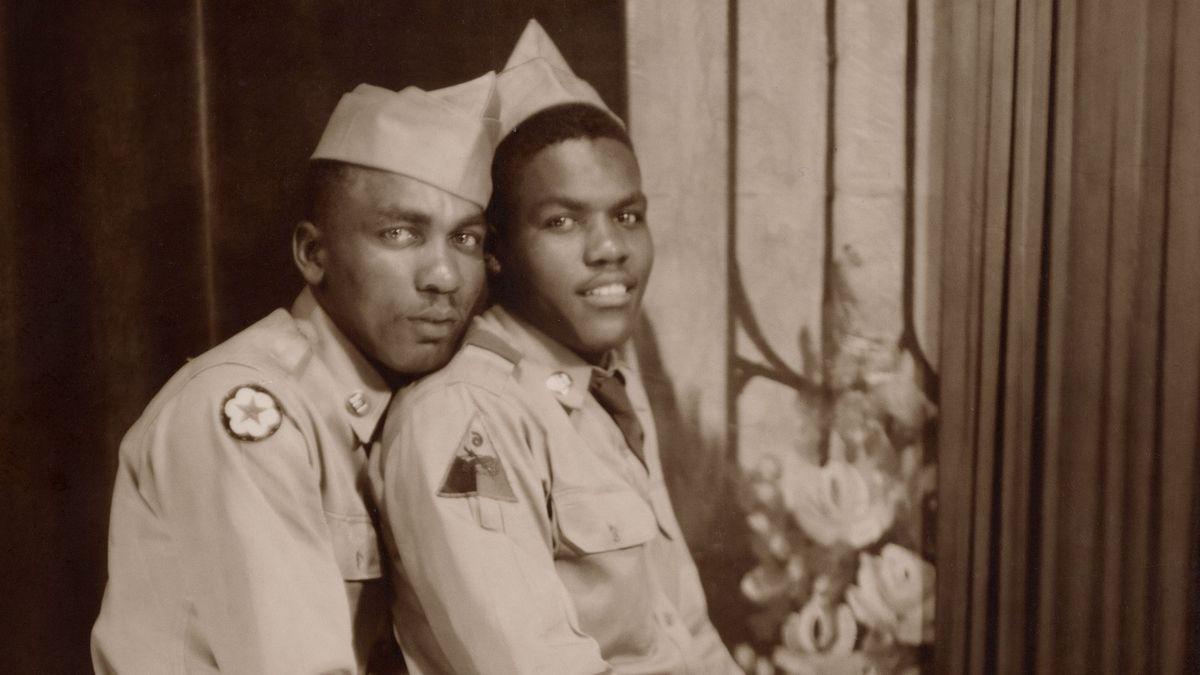 Zwei Schwarze in Uniform