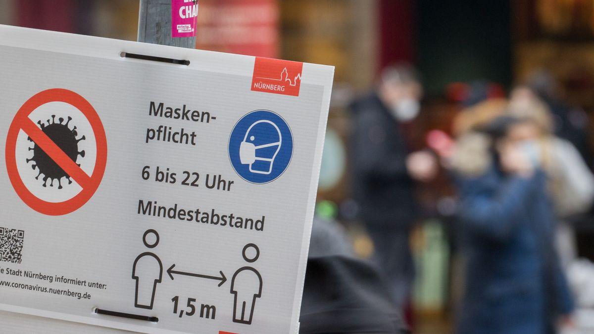 """""""Maskenpflicht""""-Schild in Nürnberg"""