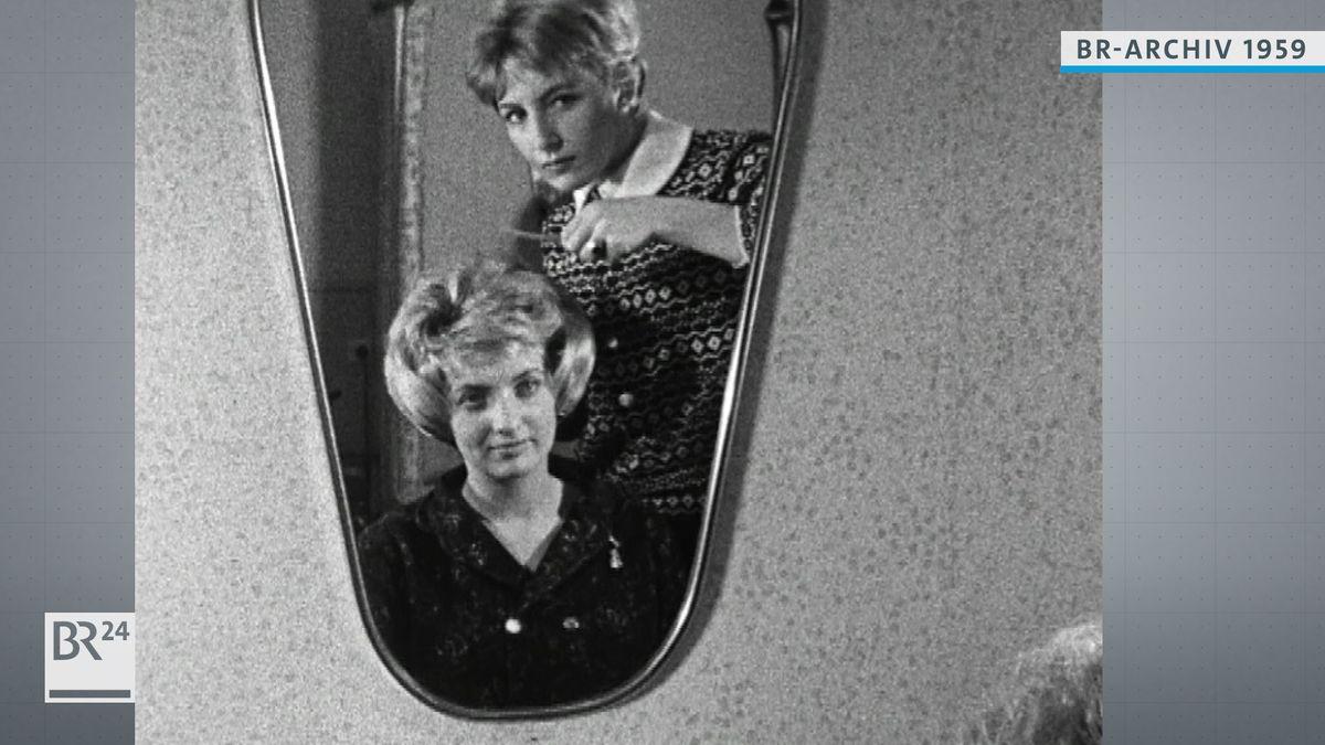 Dame beim Friseurbesuch 1959