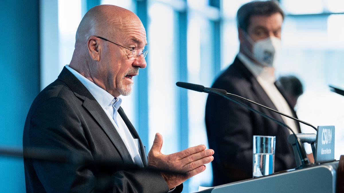 Wolfram Hatz auf einer Pressekonferenz in der CSU-Parteizentrale in München.