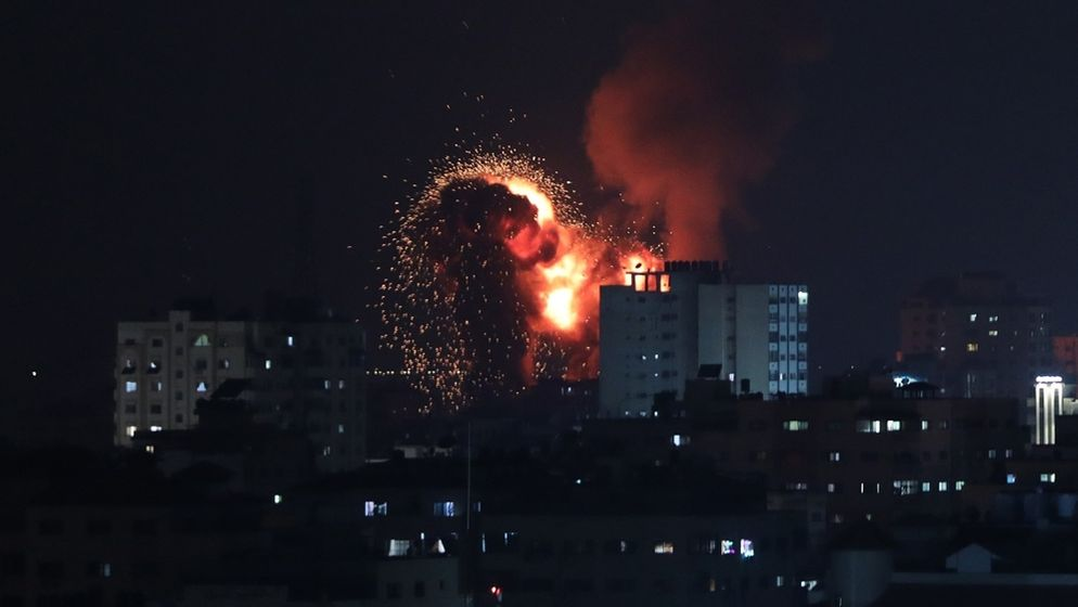Explosion nach Luftangriff auf Gaza | Bild:picture alliance / AA | Mustafa Hassona