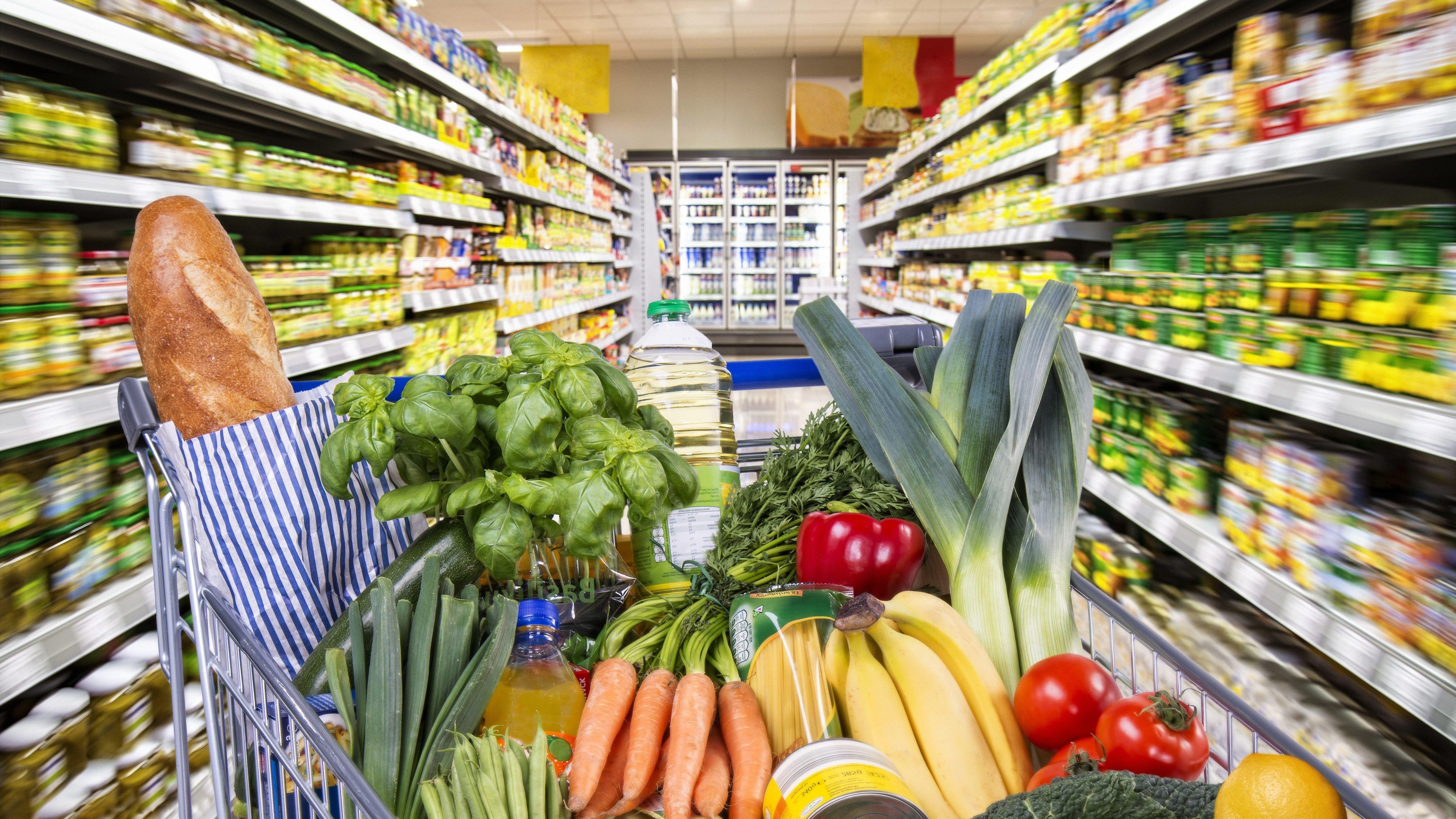 Breites Warenangebot im Supermarkt