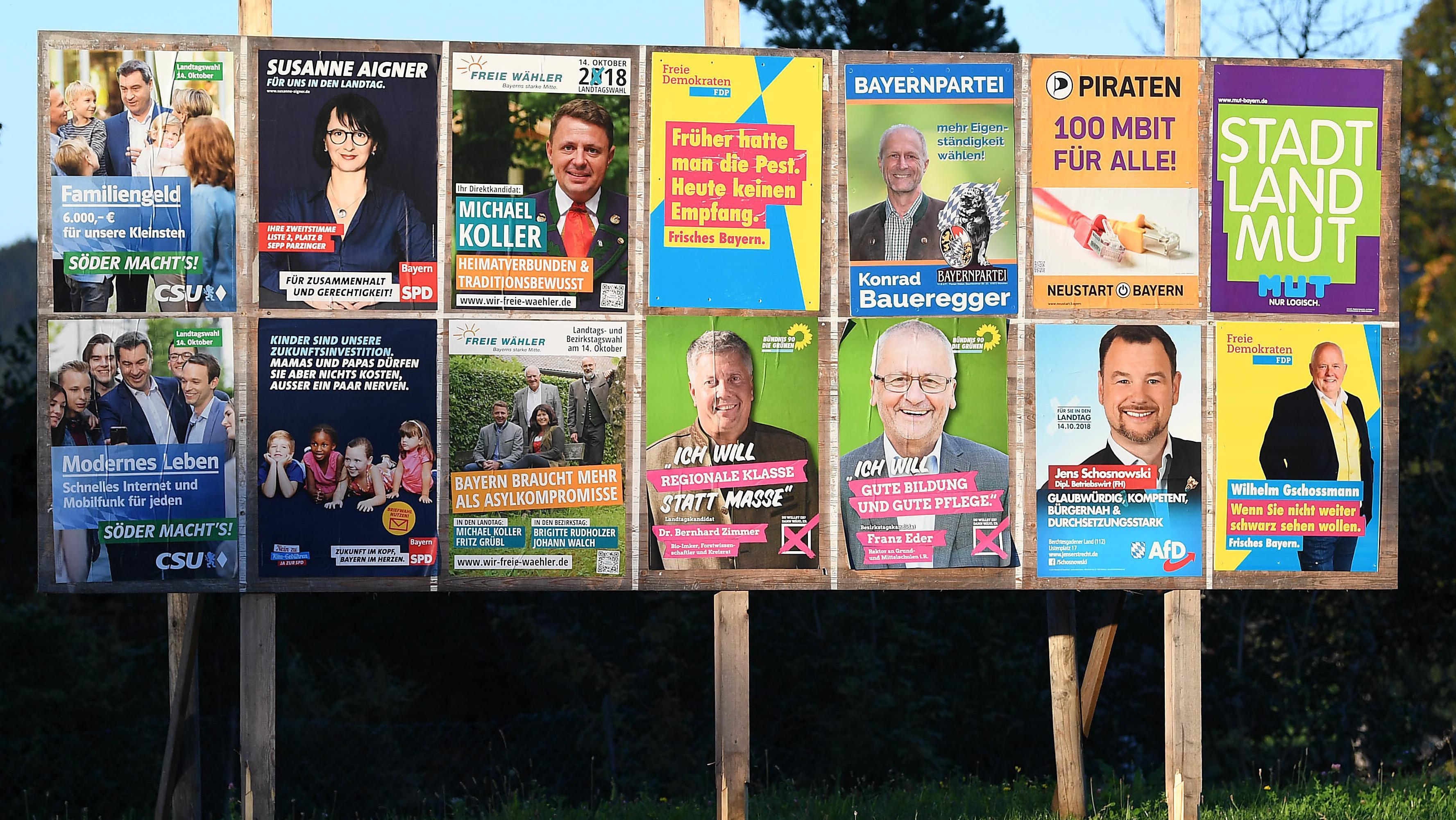 Wahlplakate der verschiedenen Parteien zur Bayerischen Landtagswahl 2018