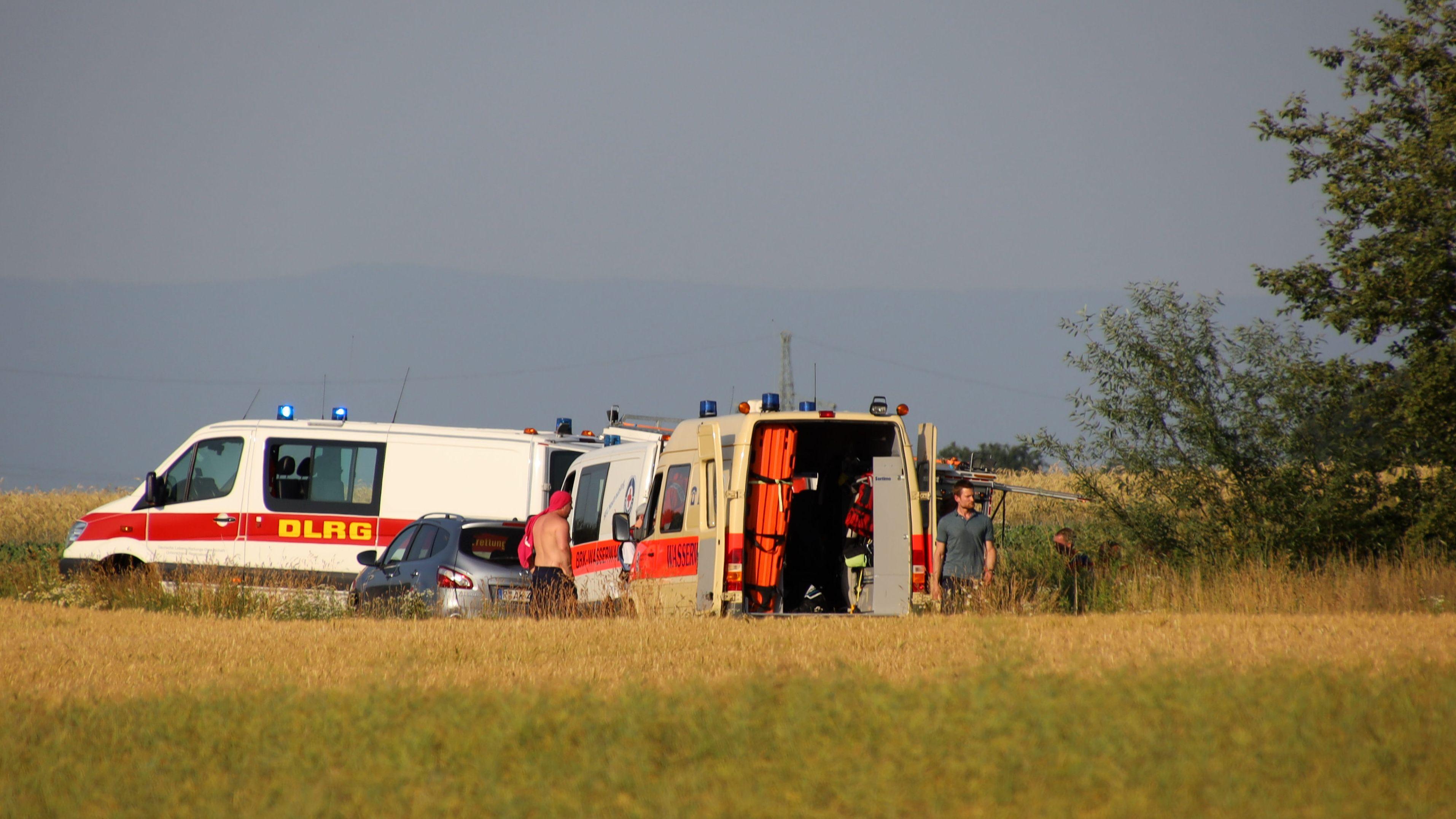 Ein Großaufgebot an Rettungskräften war am Mittwochabend am Mötzinger Weiher im Einsatz.