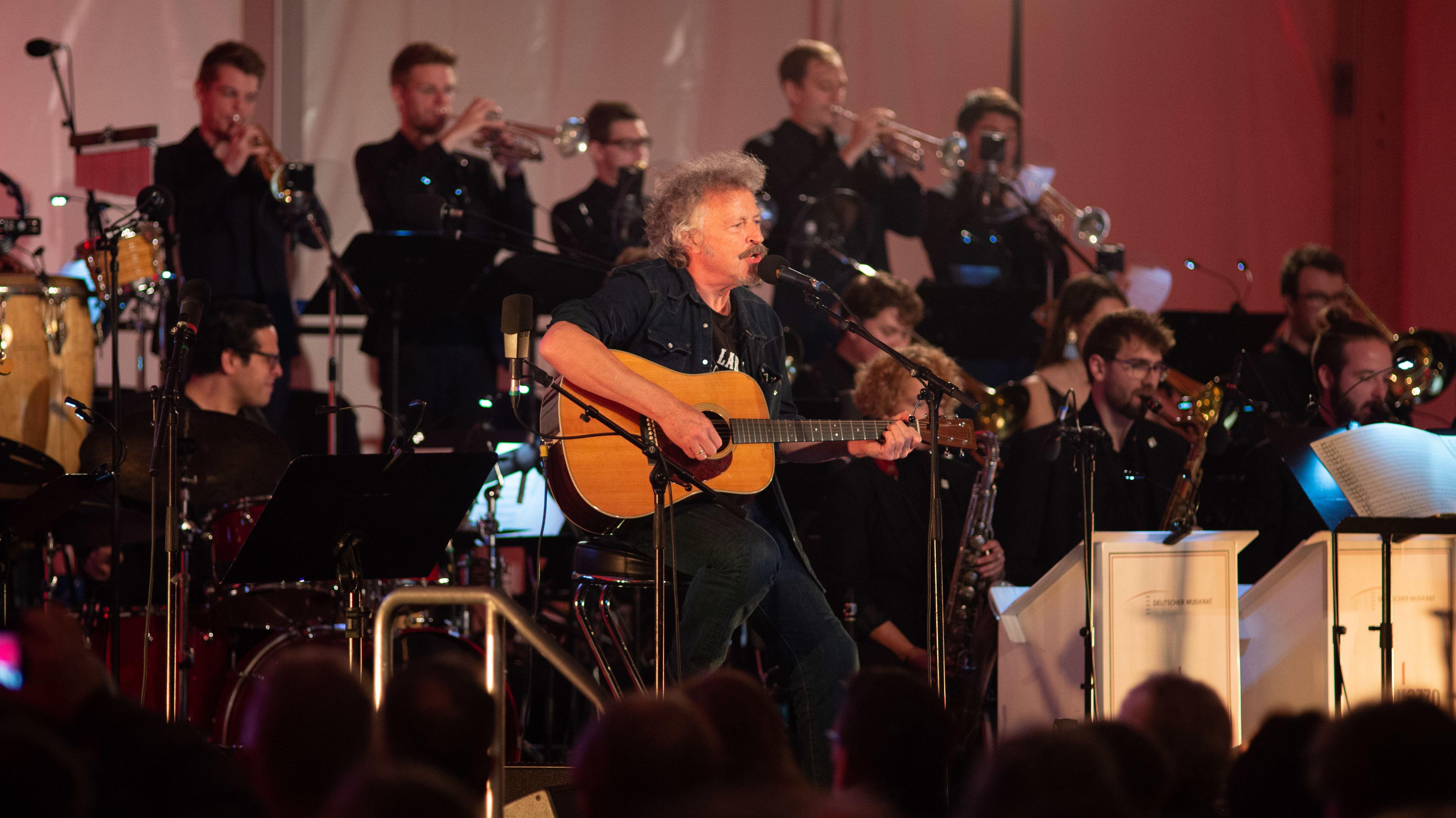Am Abend berichtet Musiker Wolfgang Niedecken (BAP) sehr persönlich über seine Erinnerungen an Mauer und Mauerfall.
