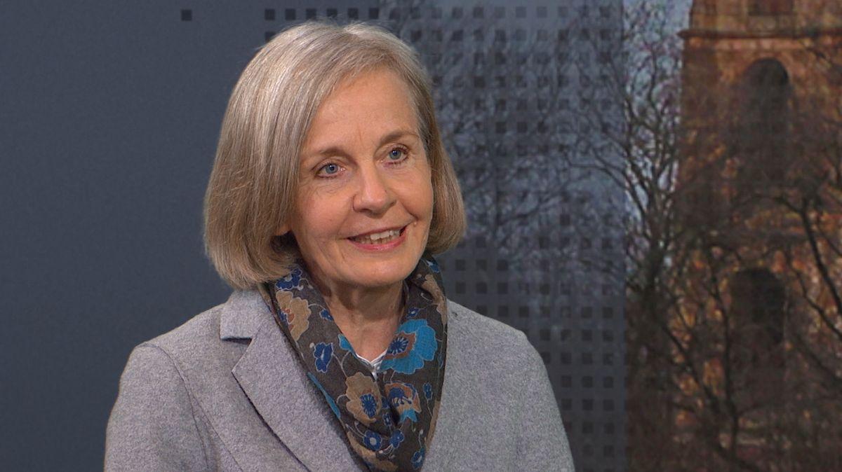 Die Politikwissenschaftlerin Ursula Münch im Studiogespräch beim Bayerischen Rundfunk.