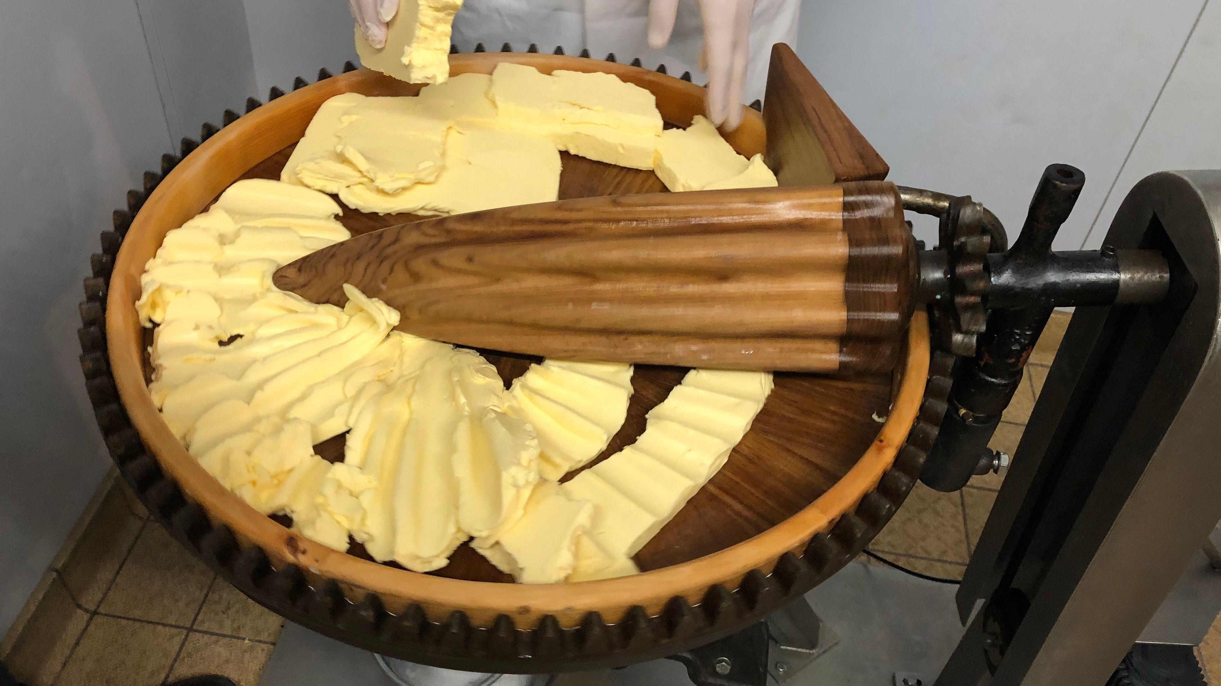 Die restaurierte Butter-Knetmaschine aus dem 19ten Jahrhundert