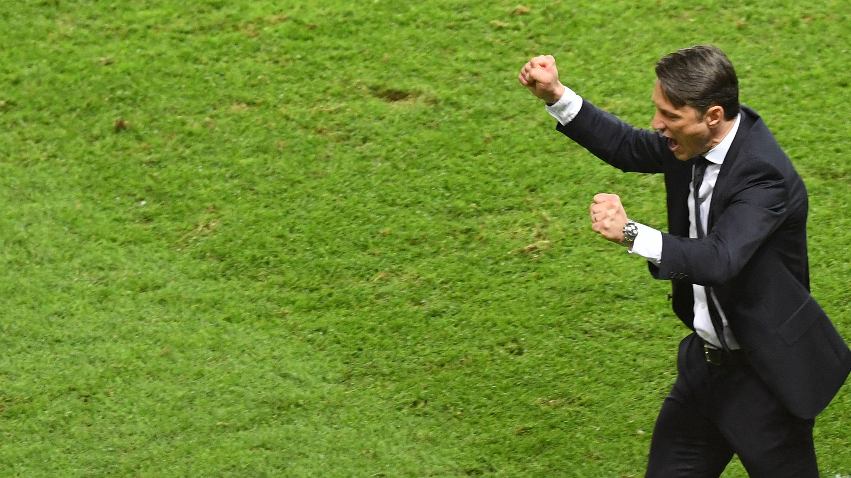 FC Bayern-Trainer Niko Kovac jubelt nach dem Pokalgewinn