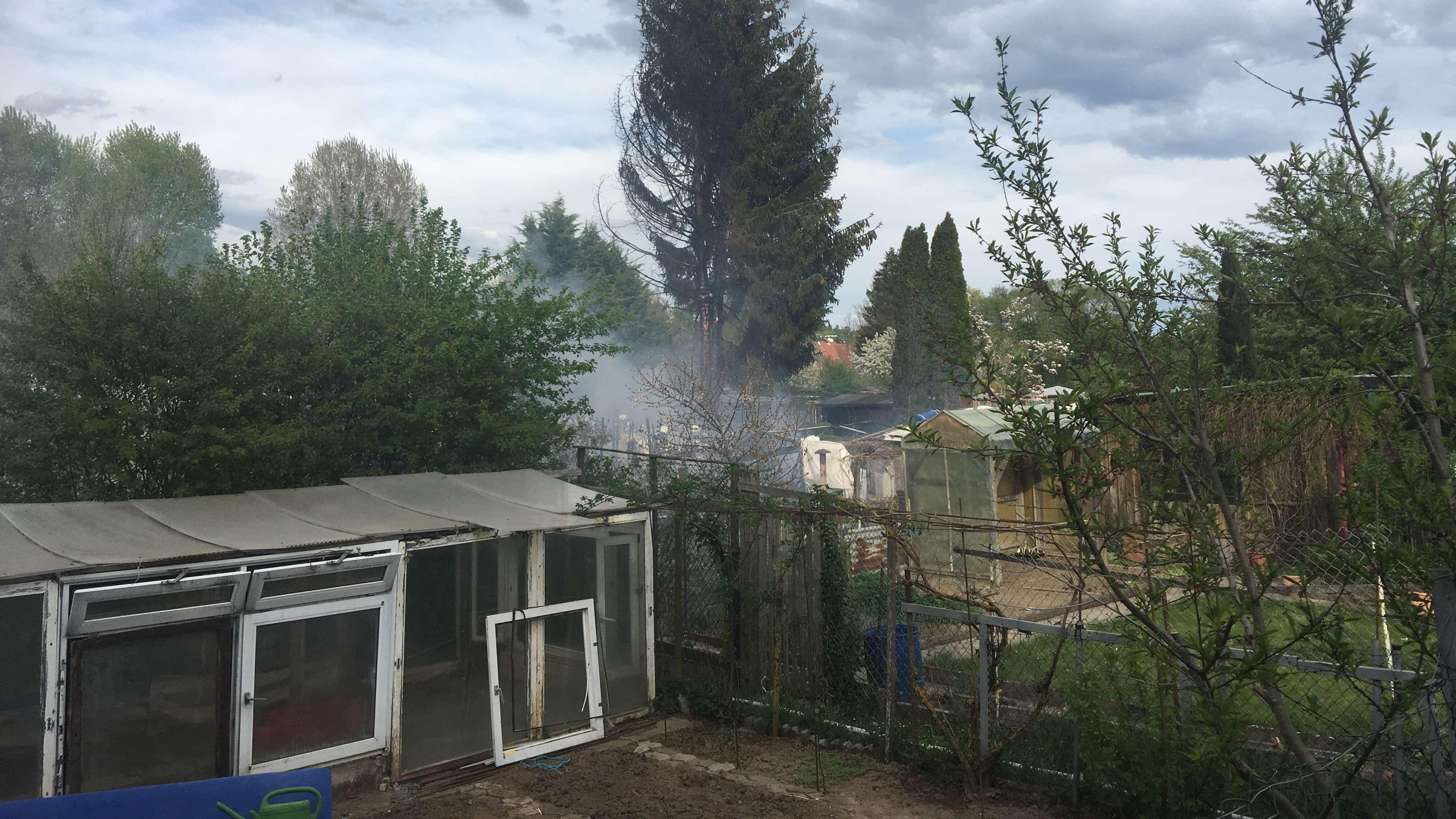 Brand in einer Schrebergartenanlage in Ochsenfurt