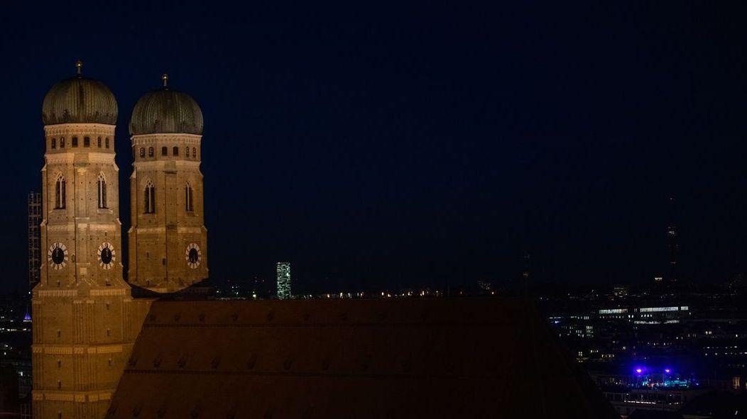 Münchner Frauenkirche bei Nacht