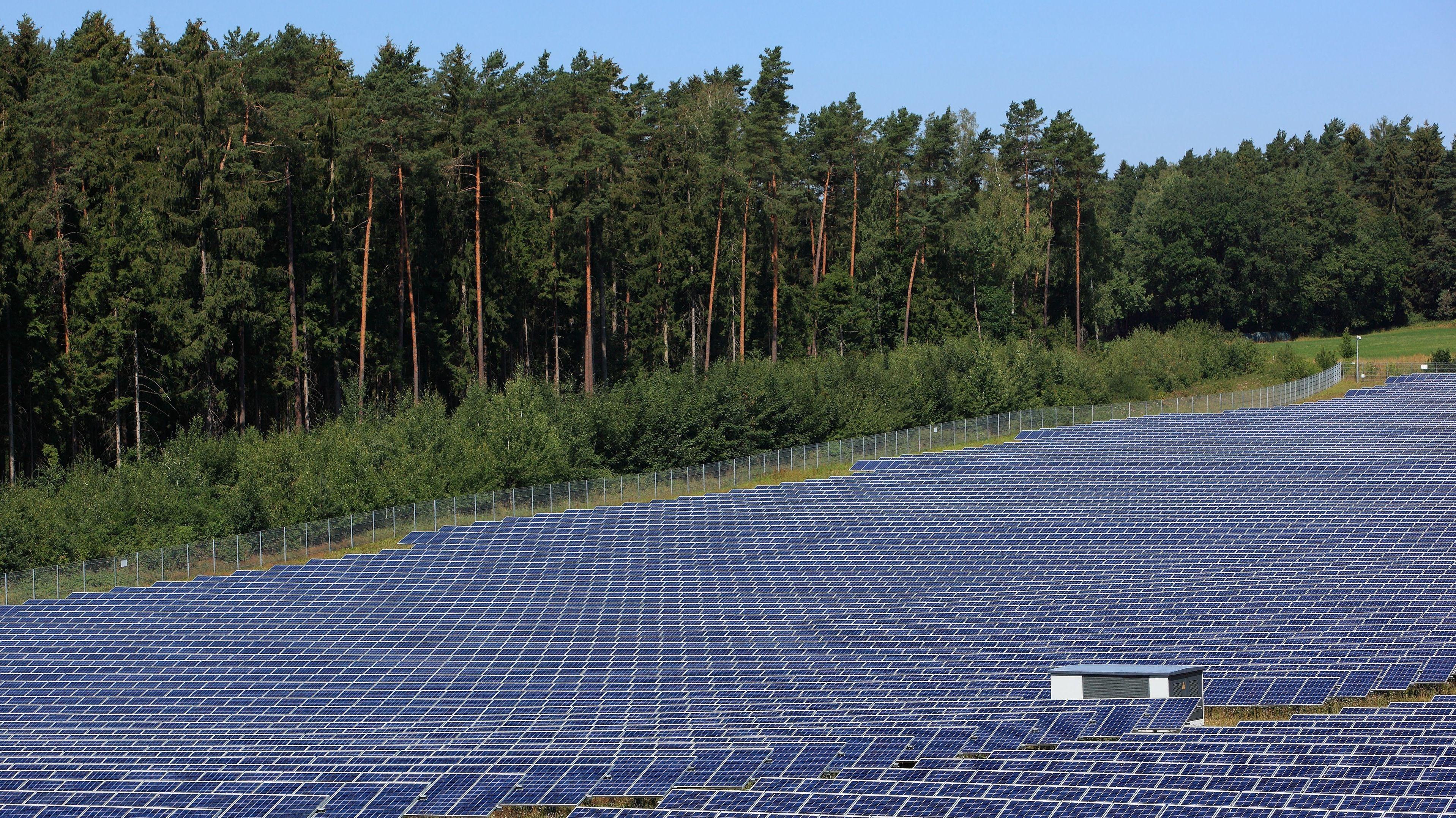 Solarfeld im bayerischen Fesselsdorf (Oberfranken)