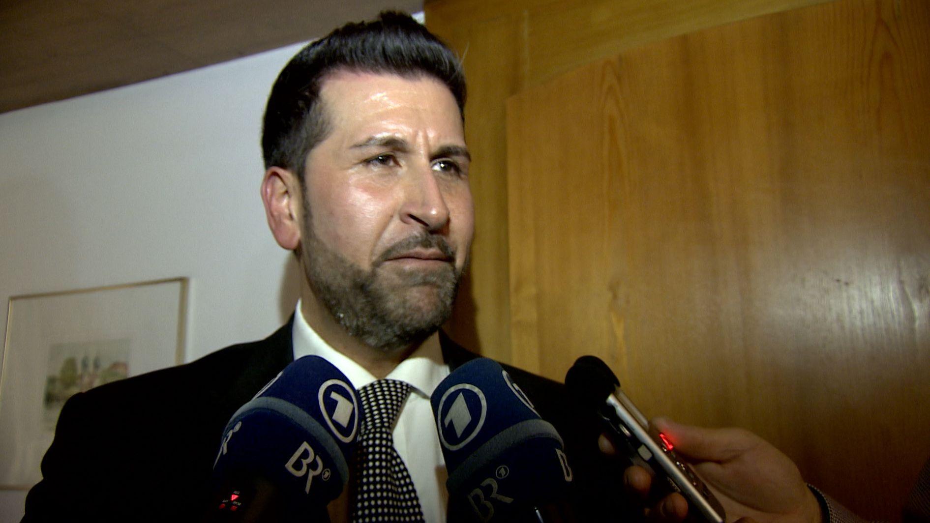 Ozan Iyibas ist 37 Jahre alt, Moslem, in Freising geboren und ist in Neufahrn der CSU-Bürgermeisterkandidat.