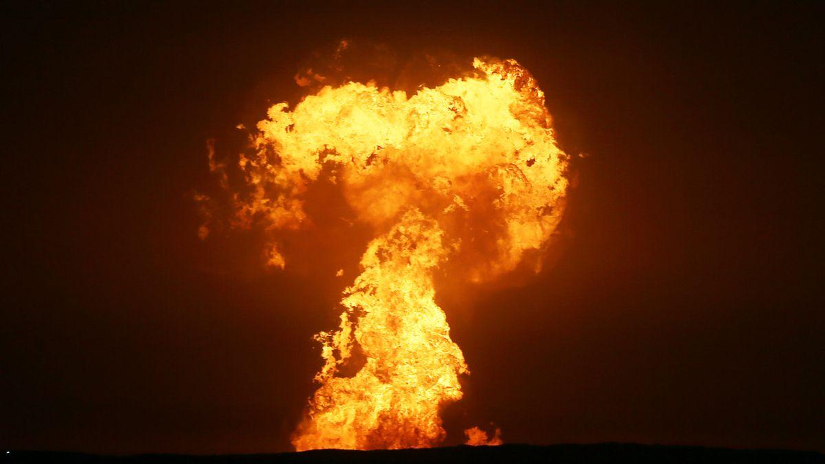 Eine Explosion im Kaspischen Meer vor der Küste Aserbaidschans.