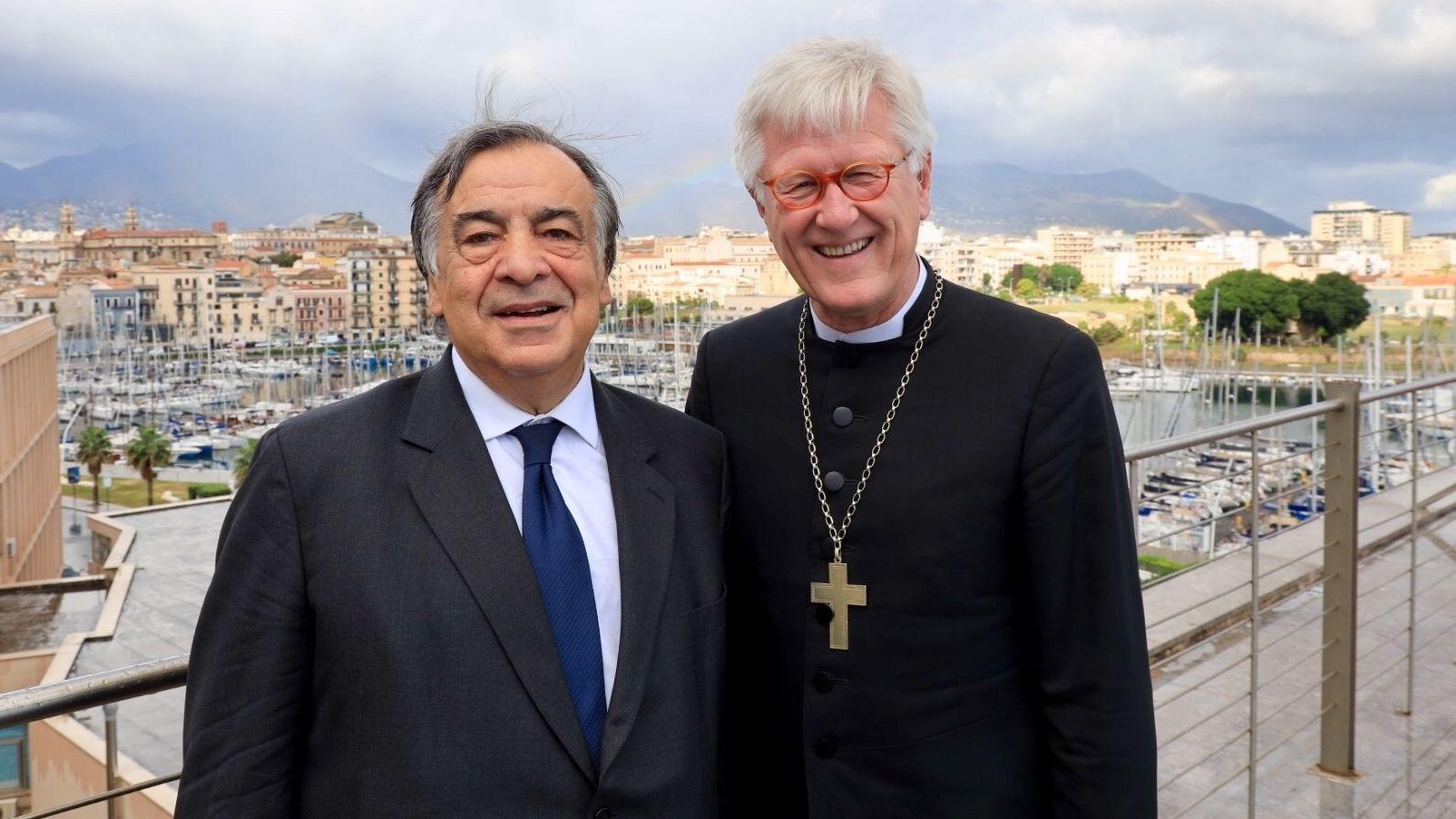 Palermos Bürgermeister Leoluca Orlando (l) mit dem bayerischen Landesbischof Heinrich Bedford-Strohm.