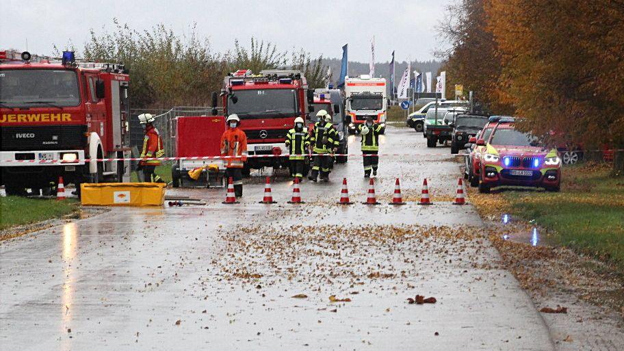 Der verseuchte Boden wird die Feuerwehr noch lange beschäftigen