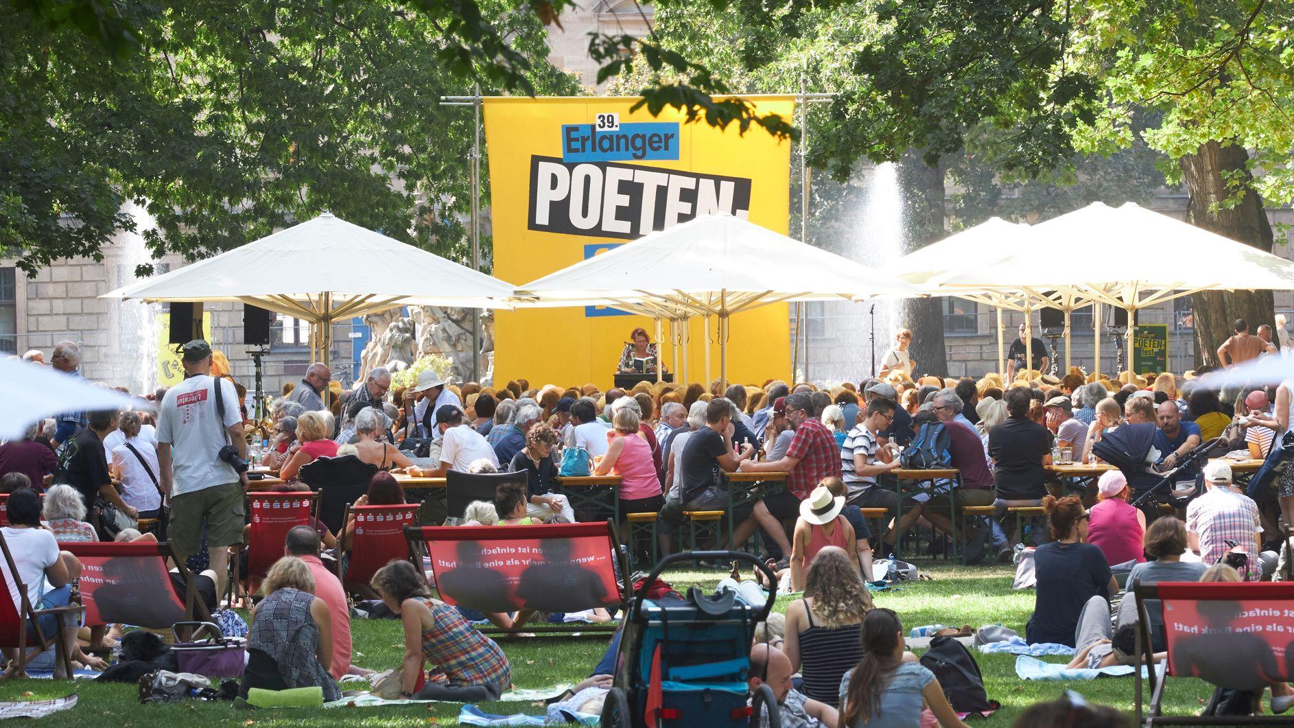 Das Hauptpodium auf dem Erlanger Poetenfest