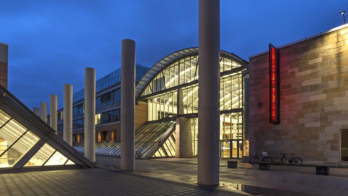 Germanisches Nationalmuseum mit Straße der Menschenrechte in Nürnberg