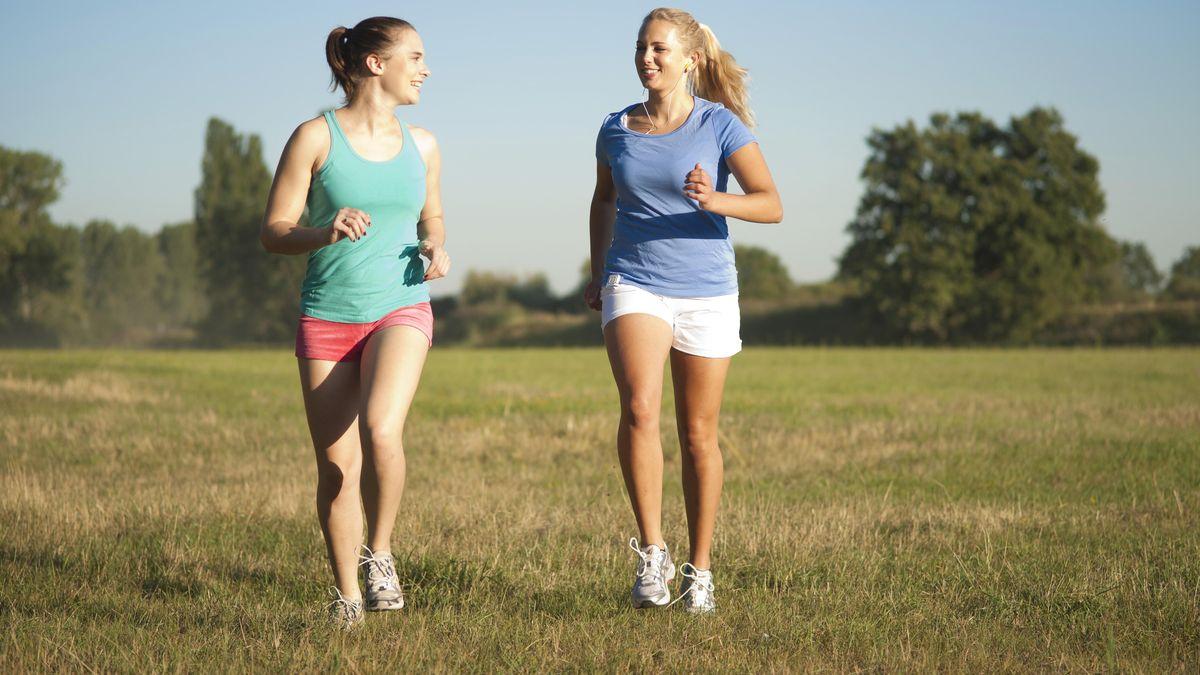 Zwei Frauen beim Laufen