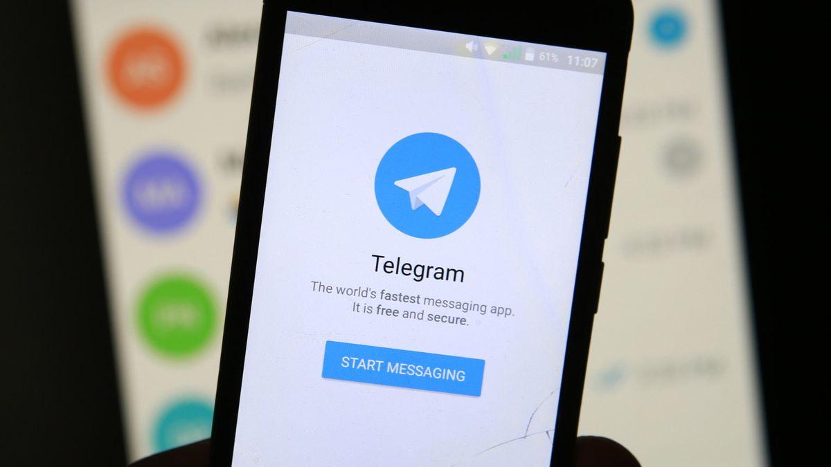 Display mit dem Messengerdienst Telegram