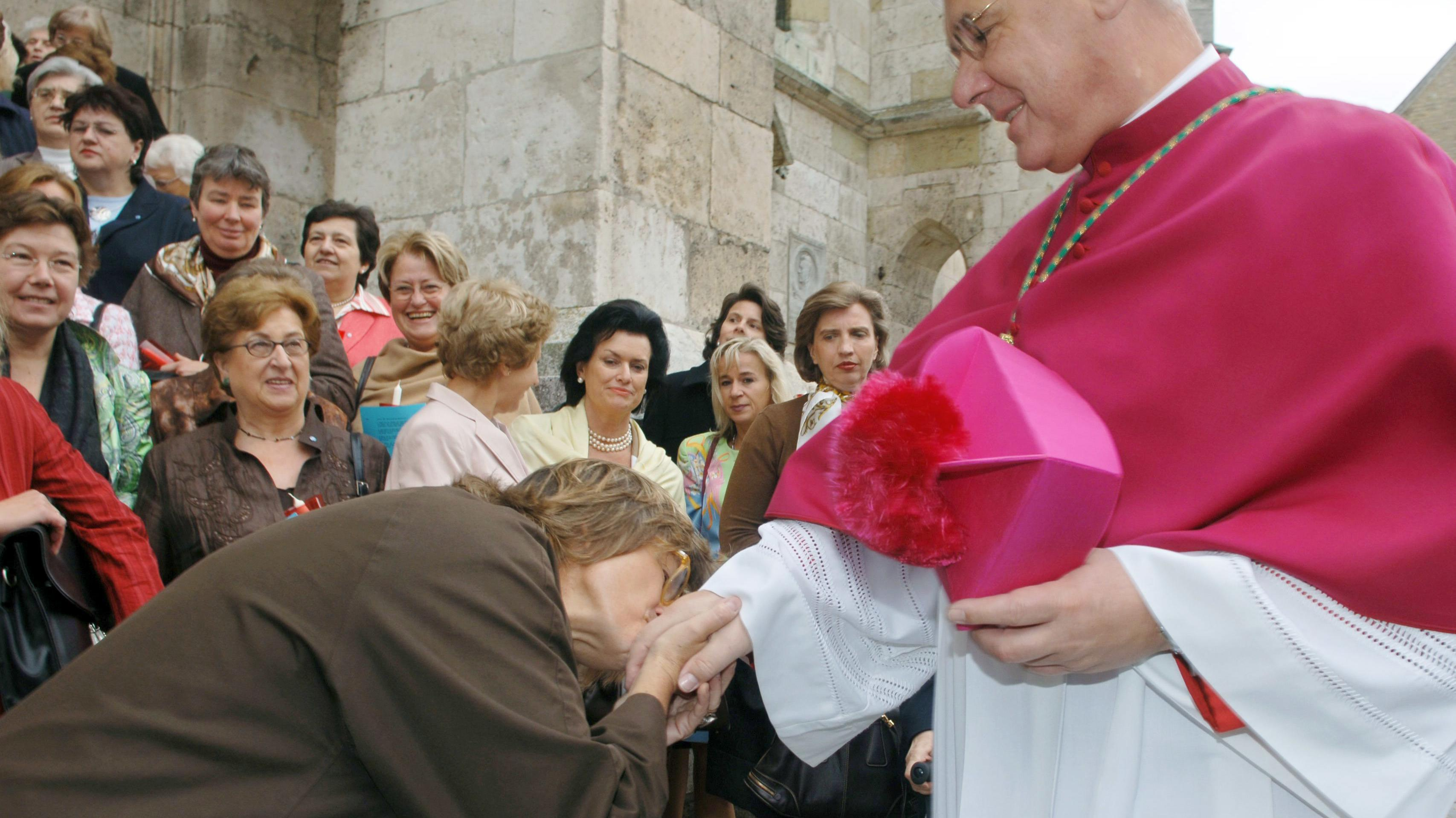 Gloria von Thurn und Taxis und der frühere Regensburger Bischof, Kardinal Müller.