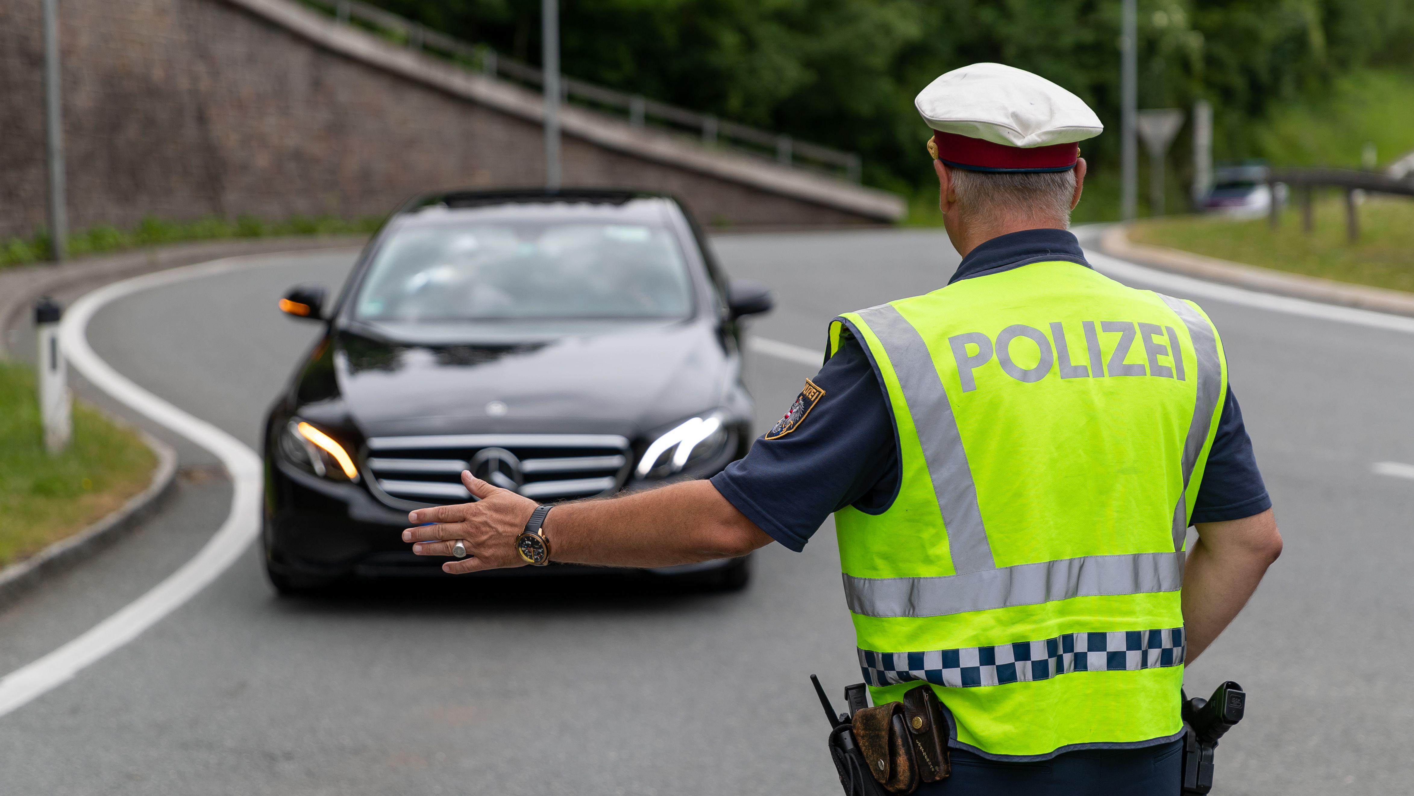 Als Maßnahme gegen die Stauproblematik und den Ausweichverkehr setzt die Tiroler Landesregierung Fahrverbote gegen den Ausweichverkehr ein.